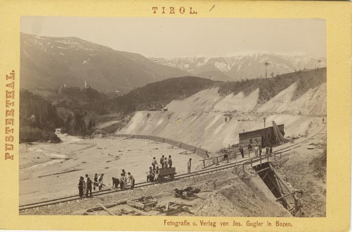 Bau der Pustertalbahn, Trassenstück vor dem Lamprechtsburg-Tunnel
