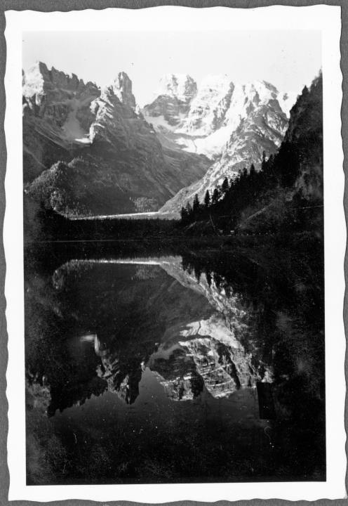 Veduta del Lago di Landro col Monte Cristallo nelle Dolomiti d'Ampezzo