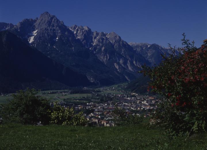 Blick auf Lienz vom Gaimberg gegen Dolomiten