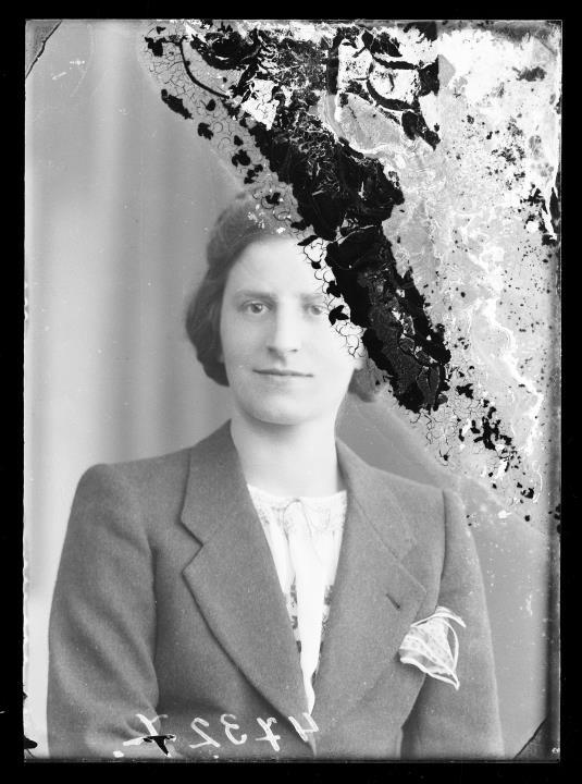 Studioaufnahme. Porträt einer Frau. Information im Register (Nr. 7): Inama Gius