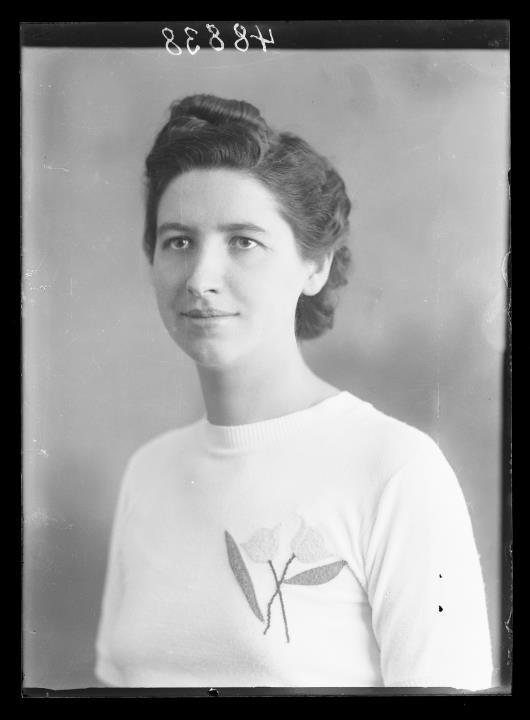 Studioaufnahme. Porträt einer Frau. Information im Register (Nr. 7): Senetini Augusta
